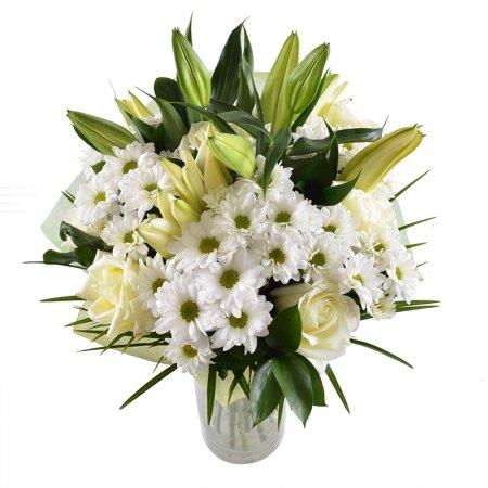 Beyaz lilyum Beyaz Güller ve Beyaz Papatyalardan oluşan buket
