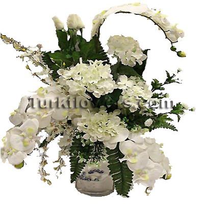 Beyaz orkide ve güllerden oluşan yapay çiçek